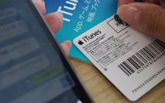 電子マネーを購入させた上でカードの番号を送らせ、詐取する手口が一般的