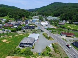 一部を除き避難指示が解除された福島県葛尾村の中心部(11日)