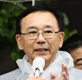 20日、街頭演説する自民党の谷垣幹事長(札幌市)
