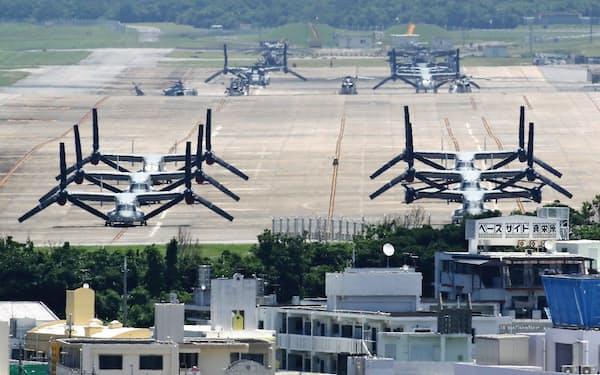 オスプレイが駐機する普天間基地(5月、沖縄県宜野湾市)