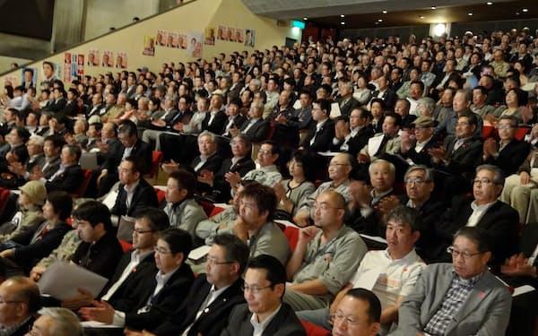 候補予定者を支援する集会に参加した人々(6月17日、北海道小樽市)