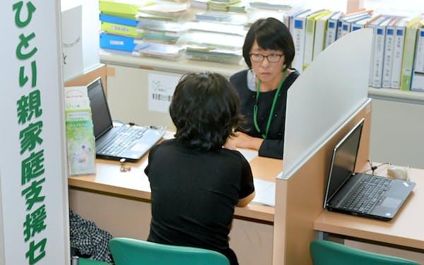 ひとり親の就労支援施設を利用するシングルマザー(東京都千代田区)