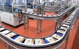 買収したベルギーの総菜工場ではほぼ全自動で弁当を製造する(トップスフーズ)