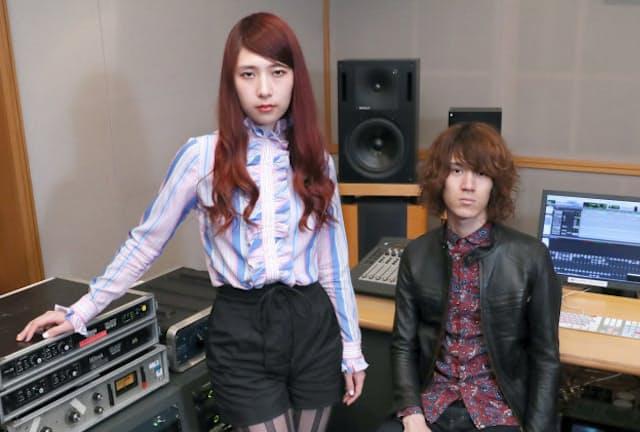 グリム・スパンキー ボーカル兼ギターの松尾レミ(24、写真(左))、ギターの亀本寛貴(25、同(右))の2人組。長野県の高校で2007年に結成。14年「焦燥」でメジャーデビュー。9~10月に全国で公演。