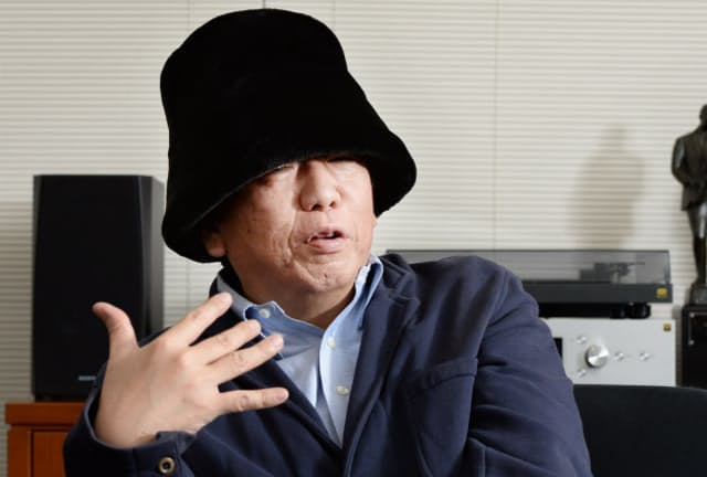 こにし・やすはる 1959年北海道生まれ、85年にピチカート・ファイヴでデビュー、2001年解散。文筆家、DJとしても活躍する。