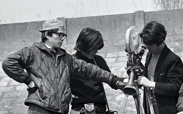1971~72年放送の「帰ってきたウルトラマン」でチーフ撮影助手を務めた(左端が本人)