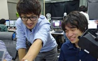 VRチームを率いる小林氏(左)は新卒採用の1期生