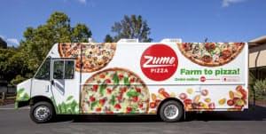 ズームピザのトラックはオーブンを積んでおり、到着4分前に焼き始める