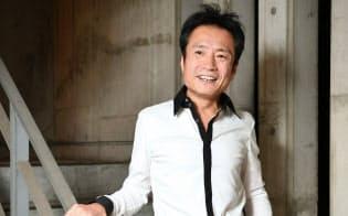 とりやま・ゆうじ 1959年生まれ。神保彰、和泉宏隆とのユニット「ピラミッド」でも活動。アニメやゲーム、映画音楽なども手がける。