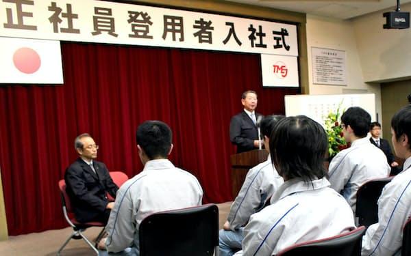 トヨタ自動車東日本は2016年度、100人を超える期間従業員を正社員に登用した(23日、岩手県金ケ崎町)