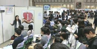 企業のインターンを紹介する説明会に多くの学生が集まった(11月、東京都江東区)