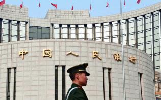 中国政府は、なりふり構わぬ手法で関与を強める(北京の中国人民銀行本店)