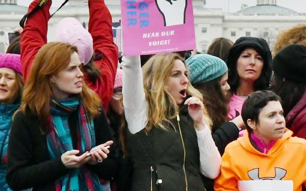 女性団体が主催する集会に集まった人たち(21日、ワシントン)=柏原敬樹撮影