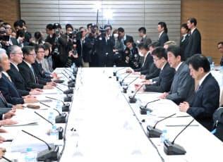 首相官邸で開かれた働き方改革実現会議(1日)