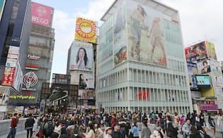 「クリサス心斎橋」(右手前)は商業地の上昇率で全国2位だった