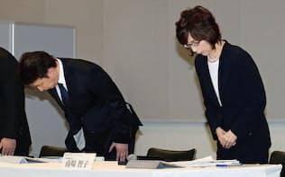第三者委員会の報告書公表を受け、記者会見で謝罪するDeNAの南場智子会長(右)と守安功社長(13日)