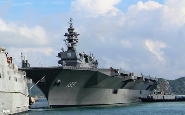 5月20日、ベトナム南部の要衝、カムラン湾に寄港した日本の護衛艦「いずも」=共同