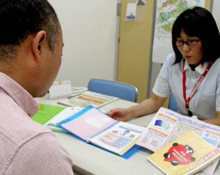 地域の病院と連携したがん治療を説明する熊本大病院のコーディネーター