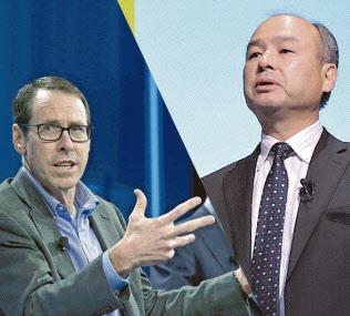 孫社長(写真右)とスティーブンソンCEO(同左、ロイター)は大型買収に挑み続ける