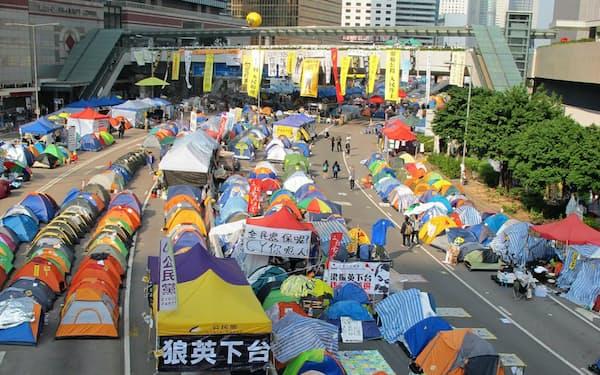 2014年の「雨傘運動」では79日間にもわたり学生らが「真の普通選挙」を求めて道路などを占拠した