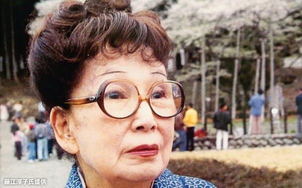 1985年、満開の淡墨桜の前で(藤江淳子氏提供)