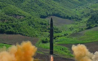 北朝鮮が4日行った「火星14」の発射実験=朝鮮通信・共同
