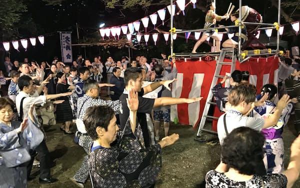 同じ曲でも、振りが異なることも(東京・港の西久保八幡神社)