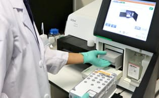 患者の組織から核酸を抽出して次世代シーケンサーで遺伝子の異常を調べる
