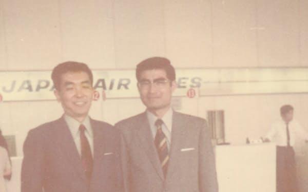 米国赴任に際して空港で(左が筆者)