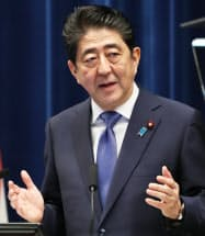 記者会見する安倍首相(25日、首相官邸)