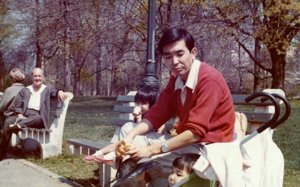 家族とニューヨークの公園で過ごす
