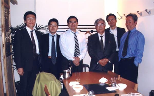 産業再生機構の仲間たちと(右端は冨山和彦氏、右から3人目が筆者)