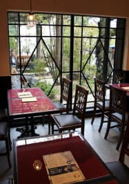 漱石の下宿先の跡地にオープンした「愛松亭」(17日、松山市)