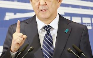 衆院選を受け記者会見する安倍首相(23日、自民党本部)