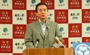 楽天との電子図書サービスを発表する、浜松市の鈴木市長(26日、浜松市役所)