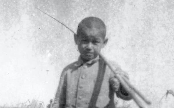 小学校4年のころ、千葉県柏市の手賀沼のほとりで
