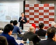 兼業・副業人材の公募について説明する枝広市長(15日、東京・渋谷)