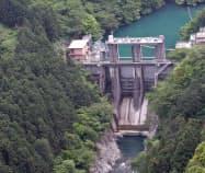 多摩川の水を利用して発電している(奥多摩町の白丸発電所)
