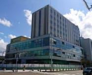 「こまつアズスクエア」にはホテルや大学も入居する(石川県小松市)