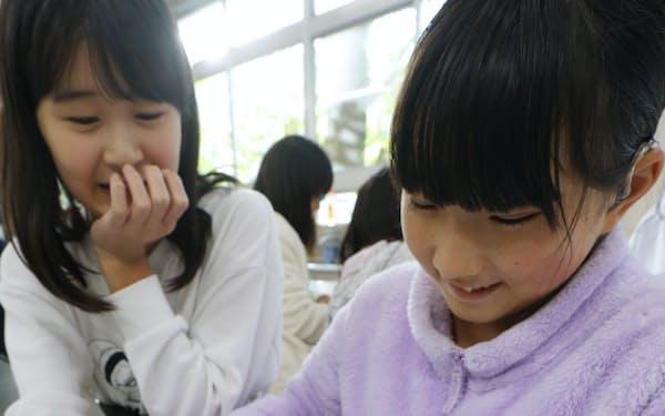 校内で起きたケガや事故の対策を考える児童ら(東京都豊島区の豊島区立朋有小学校)