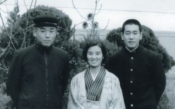 新興の大阪学院に入学。(左)が筆者