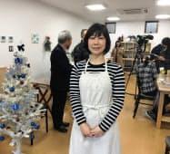 「創業カフェ」を開業した青柳美保さんと店内(前橋市)
