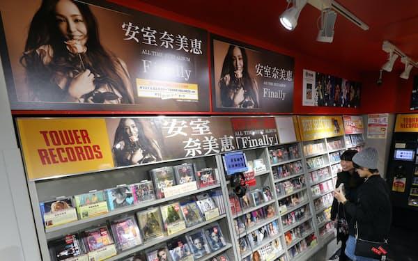 CDショップでは200万枚を突破したベストアルバムなど安室奈美恵の特集コーナーがある(東京都渋谷区のタワーレコード渋谷店)