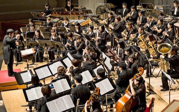 世界のどの楽団もやっていない曲を演奏するのが方針だ