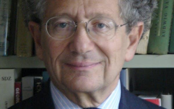 Dominique Moisi フランスを代表する国際政治学者。仏国際関係研究所の設立に参加。パリ政治学院教授などを歴任し、16年から現職。71歳。