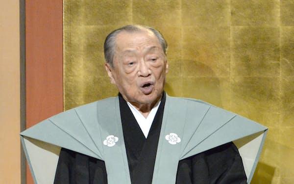 大阪での引退公演で堂々たる語りを披露した竹本住太夫さん(2014年、大阪市)