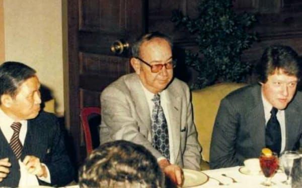 米投資銀行経営者のスティーブンス氏(中央)と会食する筆者(左)