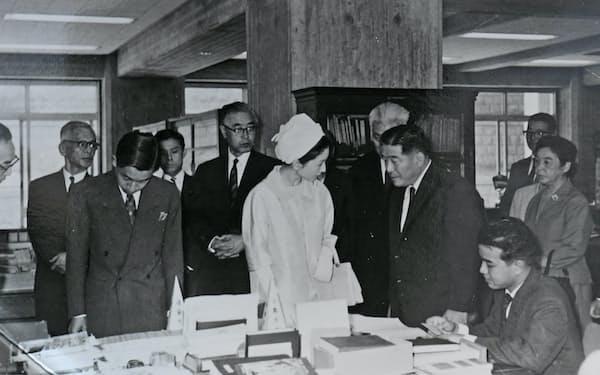 皇太子ご夫妻(現在の天皇・皇后)の国立国会図書館行啓