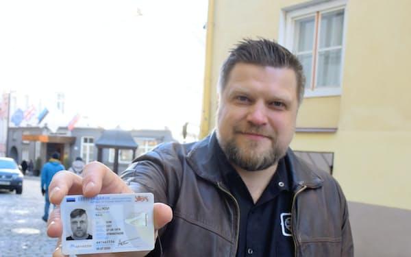 エストニアの全国民が保有する国民IDを使うと、9割の行政手続きをオンラインで完了できる