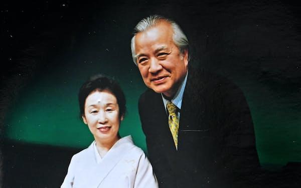 朗読劇で妻の慶子と